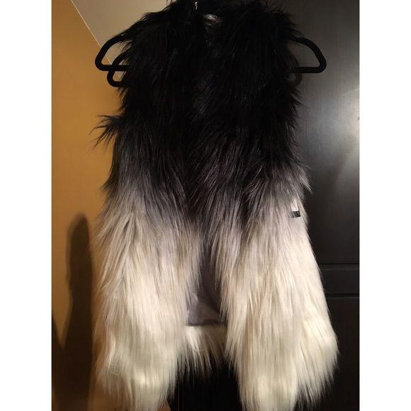 Guess ombré fur vest black &a white sz Xs, S, M, L Beautiful brand-new GUESS ombré fur vest with pockets! Sz Xs however fits up to a M/L new with tags Guess Jackets & Coats Vests