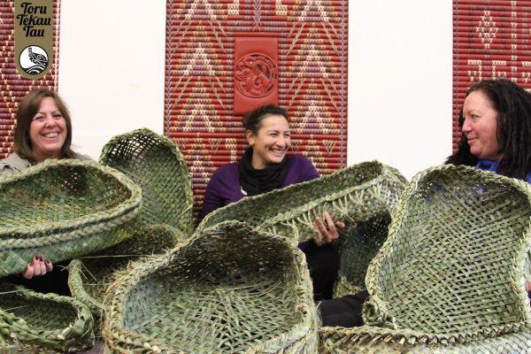 Weaving students lend a hand to eave wahakura