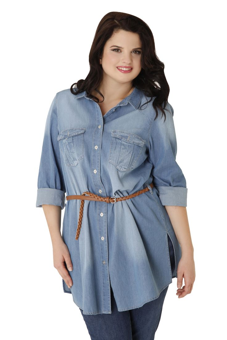 Denim shirt in a straight line made of 100% cotton. It has light discoloration in weaving, metal buttons and chest pockets. The must-have item of spring!