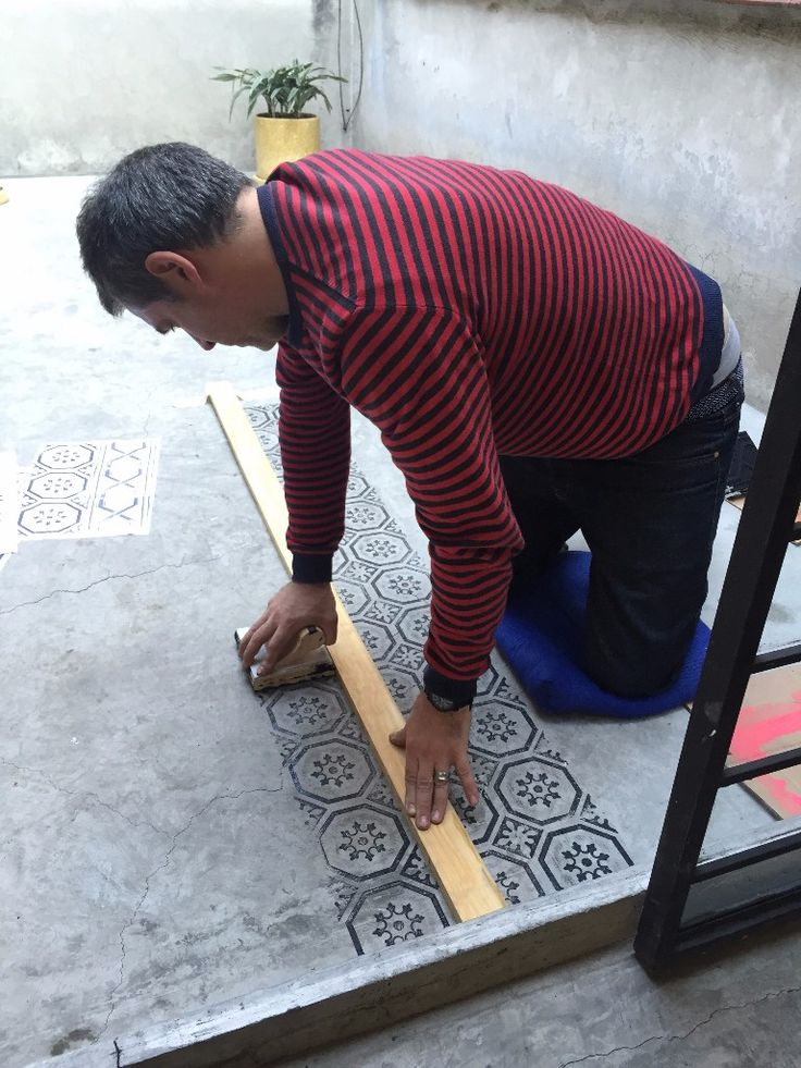 DIY stamping on a concrete floor for an old tiling effect.