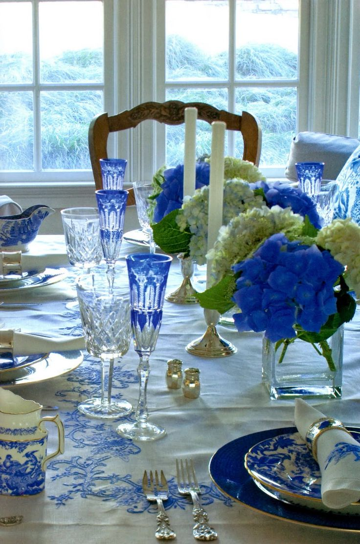 blue and white tablescape.