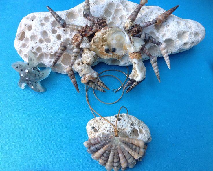 Il granchio custode del gioiello di mare. Creazioni con conchiglie di mare.