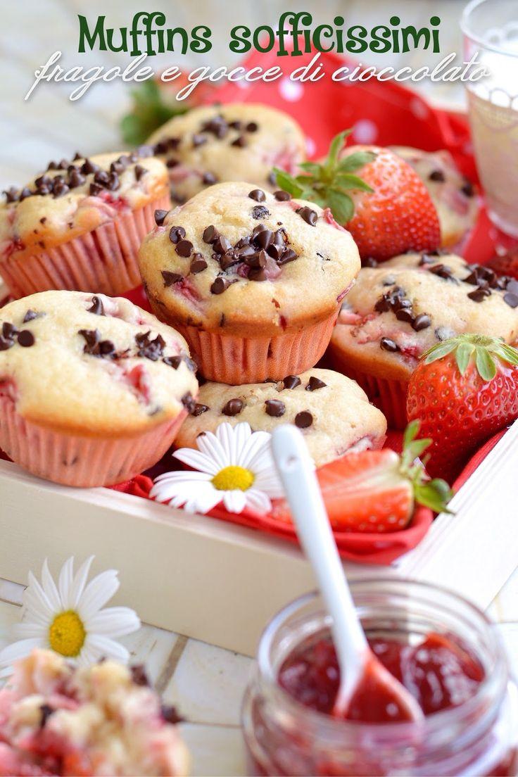 Dimenticate i soliti muffins duri, secchi e pesanti, quelli che per masticarli e deglutirli hanno bisogno di litri di latte.  Dimenticate...