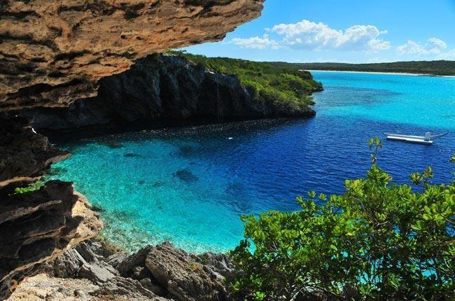 Голубая дыра Дина – #Багамские_Острова (#BS) Голубая дыра Дина - самая глубокая подводная карстовая воронка на планете. http://ru.esosedi.org/BS/places/1000098080/golubaya_dyira_dina/