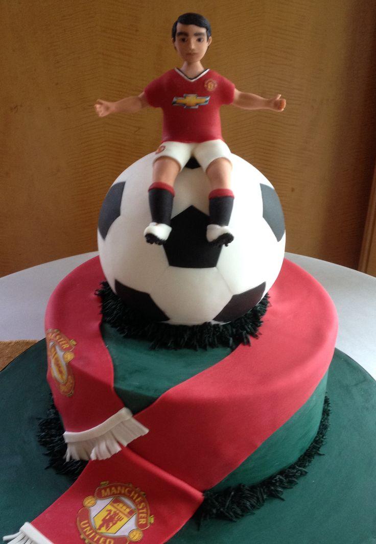 Manchester United inspire groom's cake cake topper made out of cold porcelain soccer ball cake El novio es hecho de porcelana fria pelota de football