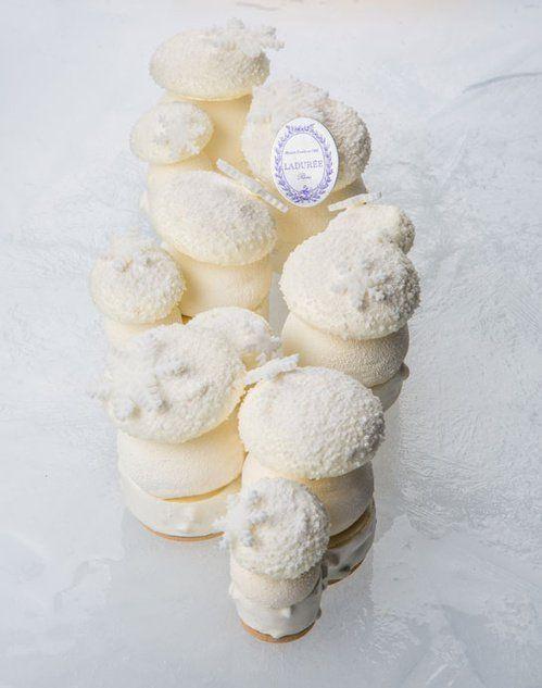 Rêver...Bûche Blanc comme neige chez Ladurée Vanille de Tahiti, noix de pécan et mandarine.