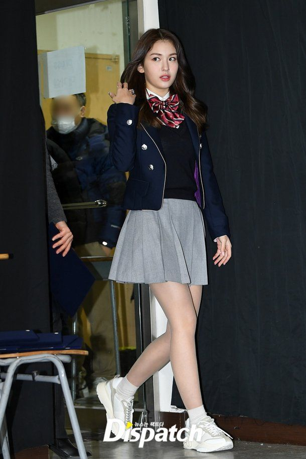 20 Years Old Now Jun Somi S Shining Graduation Diploma Celebrities Female How To Look Pretty Cute School Uniforms