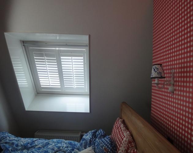 Bedroom - rood window shutters from JASNO