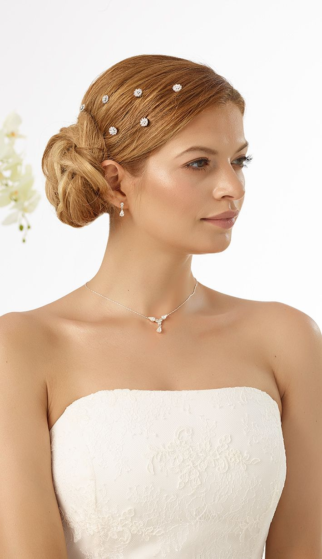 Delicate curlies 317 from Bianco Evento #biancoevento #hairstyles #weddingaccessories #hairjewellery #weddingideas #bridetobe