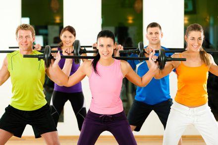 La mejor hora para ejercitarse. Sí, el momento del día cuenta. Si quieres bajar de peso o aumentar tus músculos, conseguirás mejores resultados al hacer tu rutina de gimnasia en el horario apropiado.