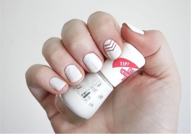 Easy Arrow Nail Art #nails #nailpolish #mani #beauty #beautyblog #beautyblogger #mani #nailart #nailpolish