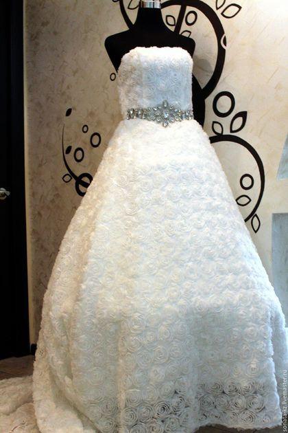 Купить или заказать Свадебное платье 'Анабелла' в интернет-магазине на Ярмарке Мастеров. Элегантное восхитительное свадебное платье силуэта Ампир. Великолепно подчеркивает фигуру. Воздушный,объемный силуэт из 3D ткани с цветочным мотивом. Линия талии подчеркнута широким декоративным пояском-накладкой из сияющих кристаллов. Подол платья переходит сзади в длинный шлейф. Платье регулируется шнуровкой на спинке лифа. Это очень интересное,воздушное решение свадебного платья.…