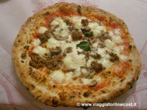 Pizza Boscaiola della #Pizzeria Di Matteo a #Napoli in via dei Tribunali (Centro Storico)