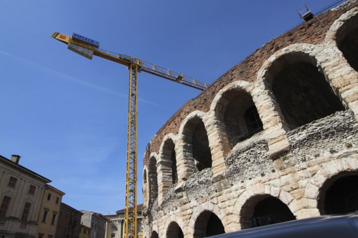 A Potain MDT98 tower crane changed theatrical sets between opera productions for Verona Arena in Italy in 2016 #cranepedia #potain