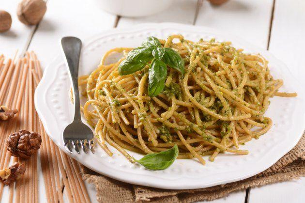spaghetti di farina integrale con pesto alle noci