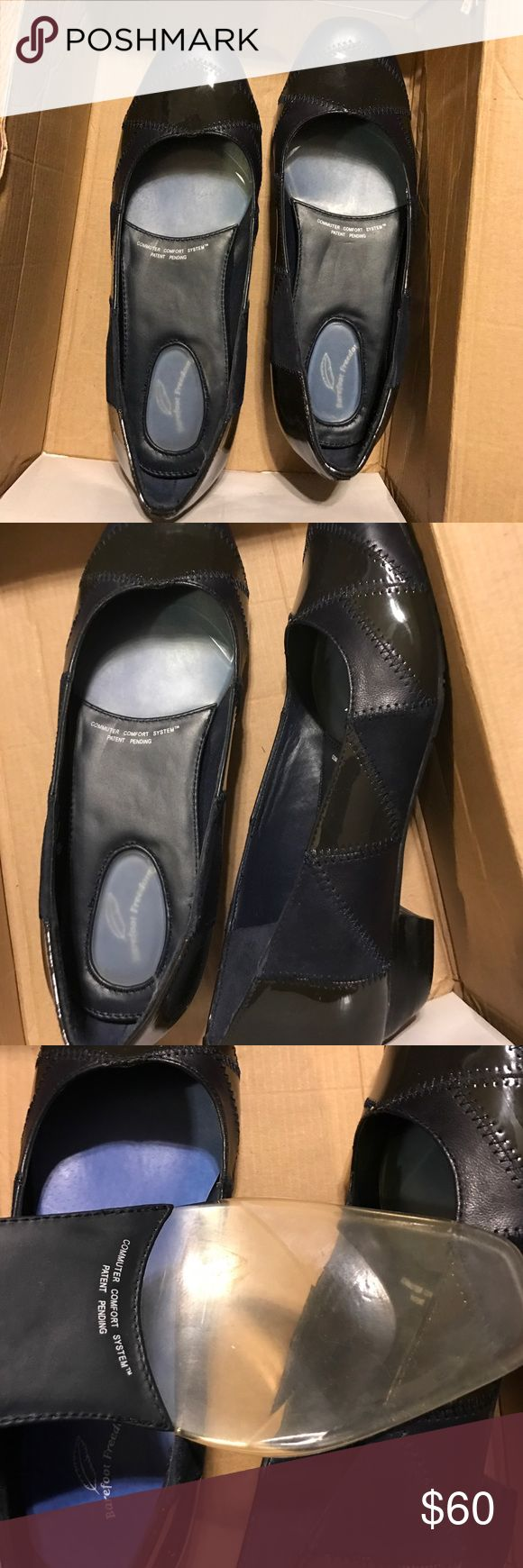 Ladies Navy Barefoot Freedom by Drew  sz 5.5W/37 Ladies Navy Barefoot Freedom by Drew. They are new. Navy blue leather size 5.5W / 37.   Smoke free home but pet friendly.  No returns. Don't like my price make an offer. Thanks for looking barefoot freedom By Drew Shoes Flats & Loafers