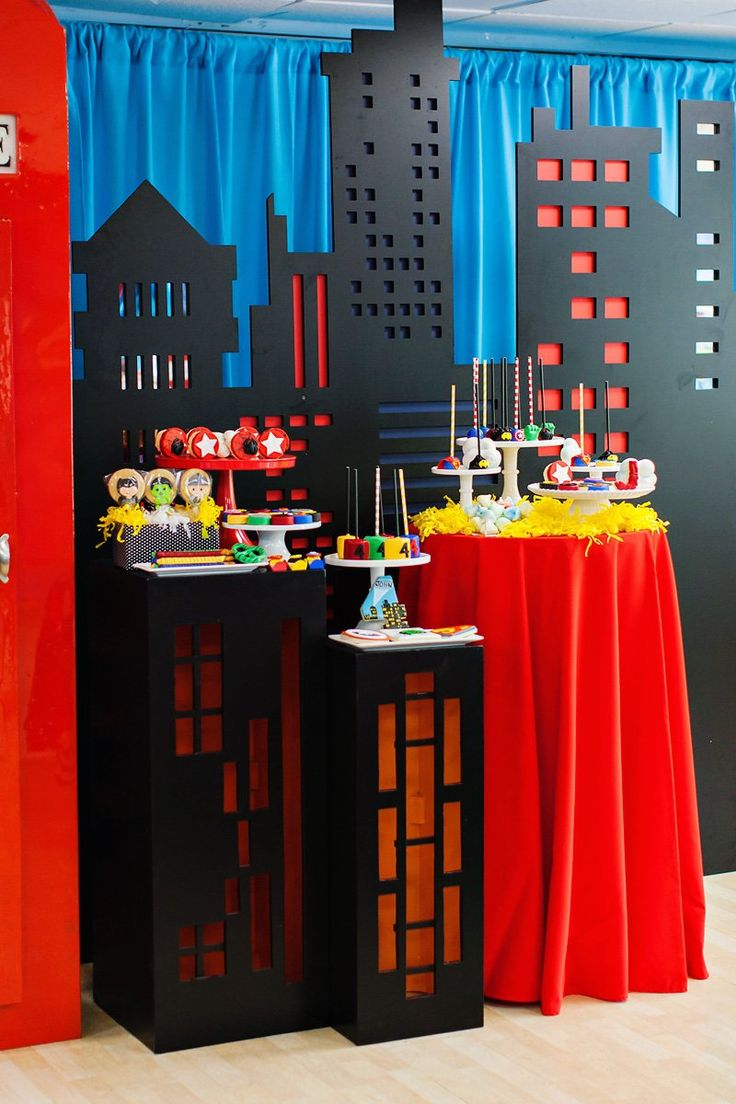 """Amazing """"Calling All Superheroes"""" Birthday Party Table Decorations!"""