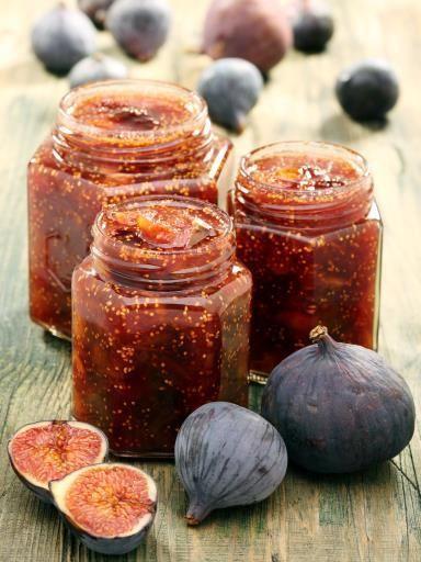 Chutney de figues: vinaigre de xeres, feuille de laurier, thym, figue, pistache, pignon, oignon, amande, miel