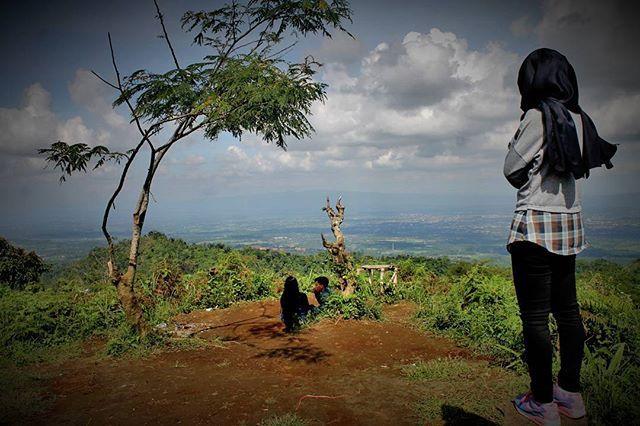 Cinta adalah sabar Harus sabar karena kita cinta Cinta adalah sejiwa Meski kita tak senyawa 💑 . . . . . #traveling #travelgram #holiday #randomnesia_ #instapic #instaphoto #instago #instadaily #likeforlike #like4like #lfl #fff #explore_cilacap #exploreindonesia #cilacapkekinian