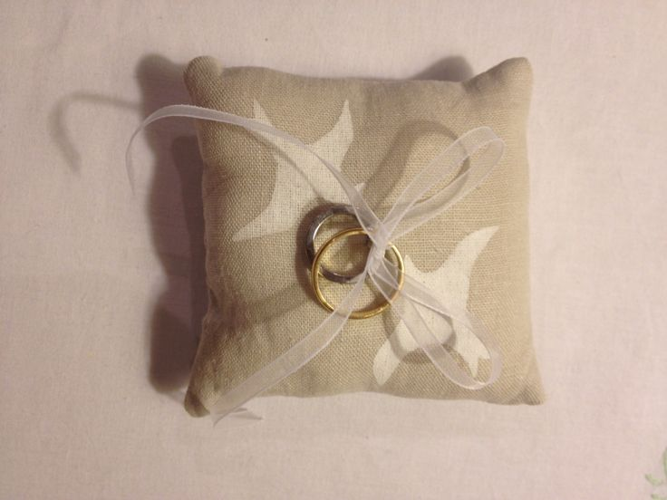 Almohada de anillos para Majo y Carlos / Ring Pillow