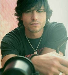 Jason Behr, takes me back to the Roswell days! Had to rewatch the whole series on Netflix, still one of my faves!