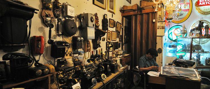 Los coleccionistas que visiten Buenos Aires deberán reservar un día en su agenda para recorrer el Mercado de San Telmo y sus curiosos puestos de antigüedades.