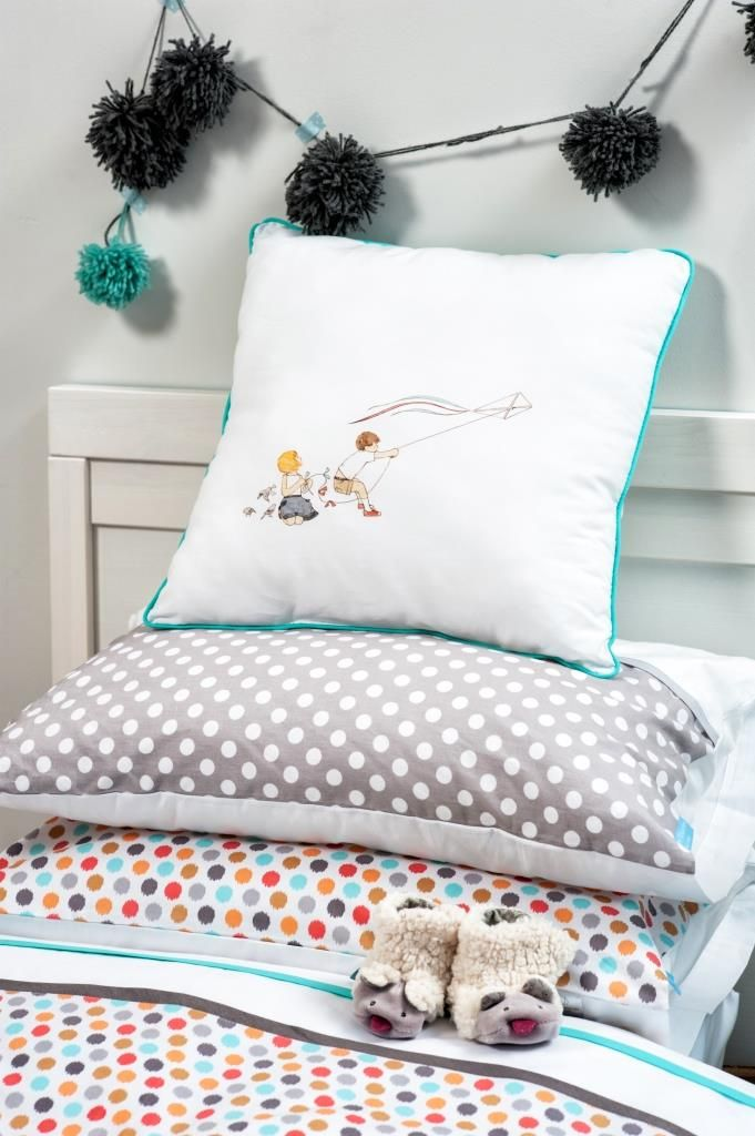 Use our Story about joy collection as inspiration for evening strorytelling with kids. Check other drawings by Agata Raczyńska on our pillows and covers. Visit us on ColorStories.pl for more children bed linen and accessories.