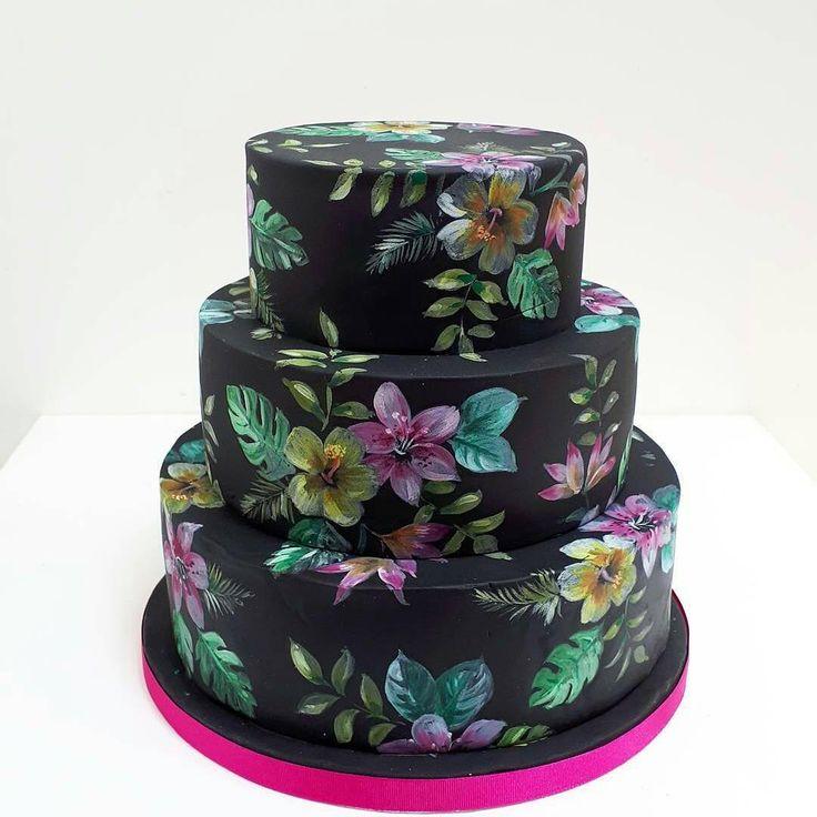 """4,398 Gostos, 17 Comentários - #No.1 Nigerian Cake Blog  (@cakebakeoffng) no Instagram: """"Black, Painted & BEAUTIFUL .. Cake Design via @neviepie ❤️#Cakebakeoffng #CboCakes…"""""""