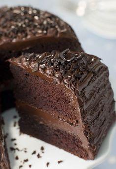 Der beste Schokokuchen der Welt: saftig und sooo cremig! Rezept auf www.gofeminin.de #rezepte #backen #torten #kuchen #schokolade