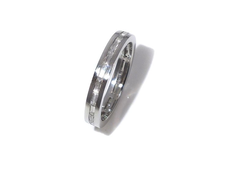 Like a line  of light all the way round - diamond ring in white gold