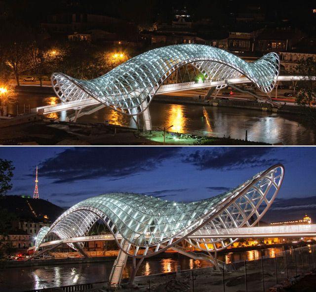 Captivating Ponte Da Paz Sobre O Rio Kura, Tbilisi, República Da Geórgia