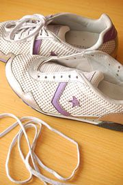 How to Wash Tennis Shoes