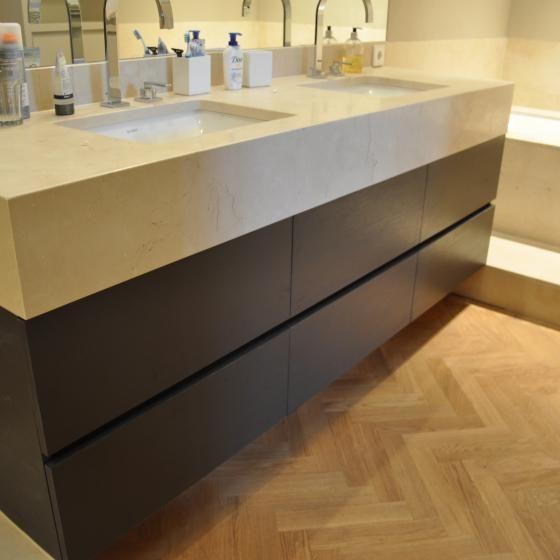 De Lairessestraat | MAEK meubels & keukens mooie laden en wastafels. Misschien in wit en is dit te lang voor onze badkamer?