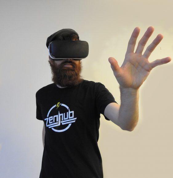 Deloitte Digital: Rok 2017 będzie sprawdzianem dla wirtualnej rzeczywistości -   Wirtualna rzeczywistość nabiera coraz większego znaczenia wbiznesie, inwestują w nią najwięksi gracze na rynku. Potencjał VR wykorzystują firmy takie jak Google, Microsoft czy Sony, które konsekwentnie rozwijają tę technologię iznajdują kolejne zastosowania dla produkowanych sprzętów. Otwartym... http://ceo.com.pl/deloitte-digital-rok-2017-bedzie-sprawdzianem-dla-wirtualnej