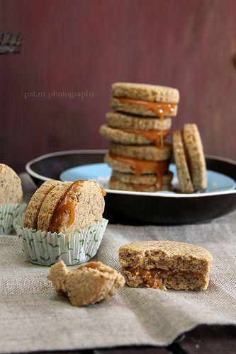 Biscotti grano saraceno e nocciole con caramello al burro salato