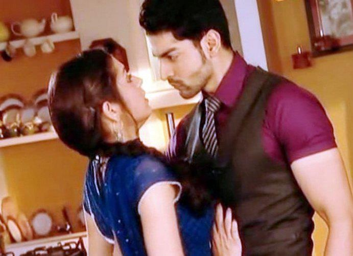 Maan confronting Geet of her feeling towards him. Love how he has to tell her how SHES feeling towards him<3