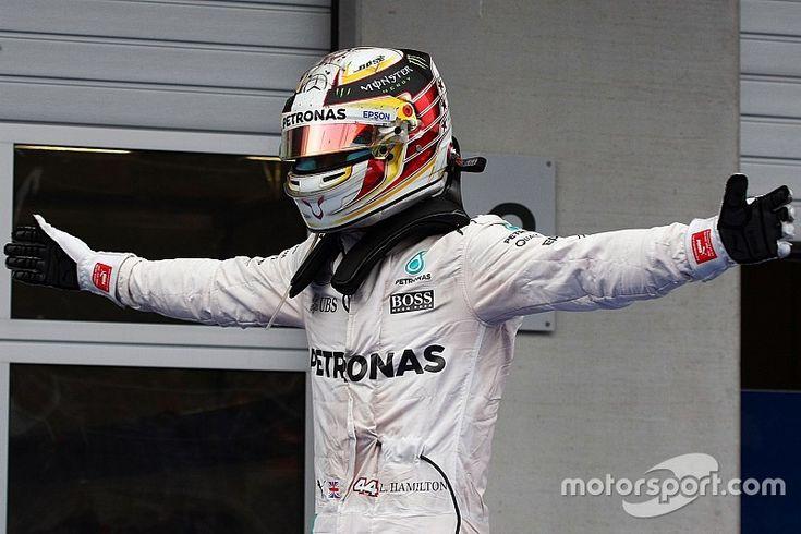 B.V., Silverstone - Invité à la conférence de presse du jeudi dans le Northamptonshire, Lewis Hamilton était logiquement sous le feu des projecteurs après l'accrochage avec son coéquipier au dernier tour du Grand Prix d'Autriche.