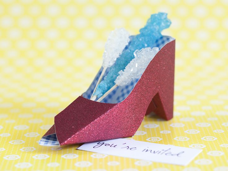 "Love these little shoes - not sure I'd use them as invites, but maybe favor ""boxes"".Oz Parties, Paper Shoes, Ruby Slippers, Parties Favors, Favors Boxes, Parties Ideas, Parties Invitations, Paper Crafts, Birthday Ideas"
