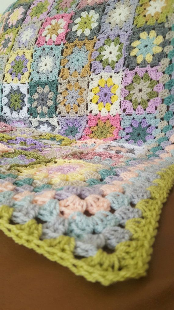 VINTAGE Style Flower Granny Squares Blanket Afghan by Thesunroomuk