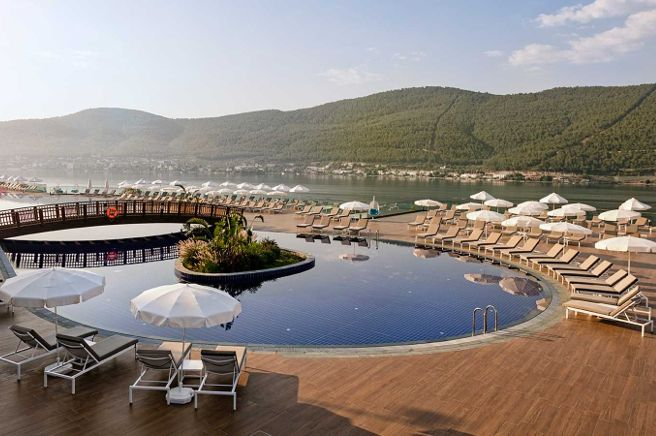 KETTAL Titanic Deluxe Bodrum Hotel - Bodrum (Turkey) LANDSCAPE loungers, NET tables and armchairs and BITTA armchairs. www.kettal.es
