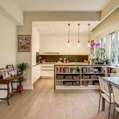 LA CASA DI AMBRA: Sala da pranzo in stile in stile Moderno di MOB ARCHITECTS