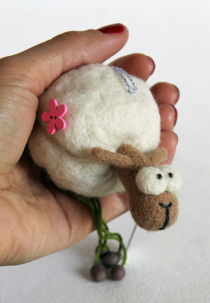 🐑La pecorella.  Fatto a mano di lana pura.  Il giocattolo per l'albero di Natale o per l'auto. 🐑 The lamb.  Handmade of natural wool.  Needle felted toy for christmass tree or car. 🐑 Овечка.  Сваляна вручную из натуральной шерсти.  Игрушка на ёлку или подвеска в машину.