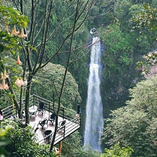 Tempat wisata favorit dan populer di Bandung. #curugpelangi #ranbowwaterfall Lembang, Bandung Utara Rencanakan Liburan wisata tour Bandung kamu bersama #qinanatour website: www.qinanatour.com