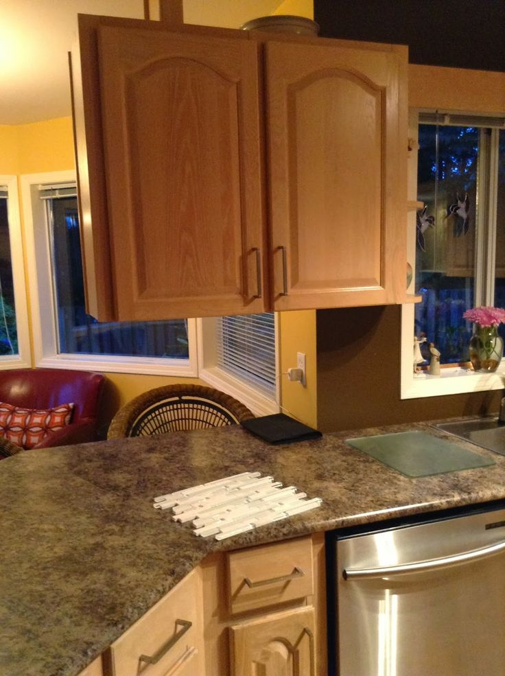 80s kitchen BEFORE  - cabinet?? wth? why is it there? www.roomcandy101.blogspot.com