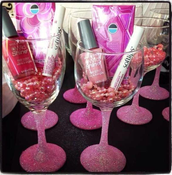 Glitter stemmed wine glass. Cheap wine glass with excellent quality! Great for wedding parties, New Years and holiday dinners, or just to have for a girls night