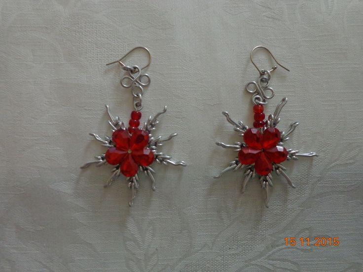 Brinco Flor vermelha | Artes Júpiter | Elo7