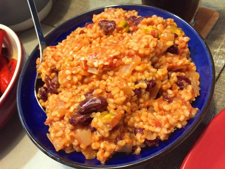 Nieuw recept: Bulgur salade met tomaat en kidneybonen  http://wessalicious.com/bulgur-salade-met-tomaat-en-kidneybonen/