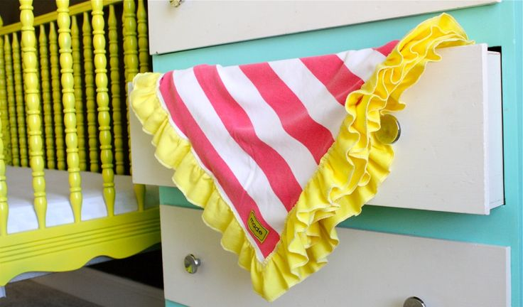 TUTORIAL: Ruffle Blanket | MADE