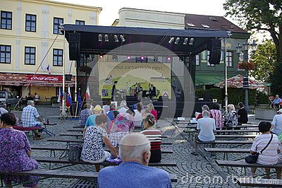 Castle Square in Frýdku will be Friday, September 9 from 14 to 19 hours of partner cities to host Festival 2016The cultural program with folklore ensembles and musical groups mainly from Poland, but also Slovakia and Russia.