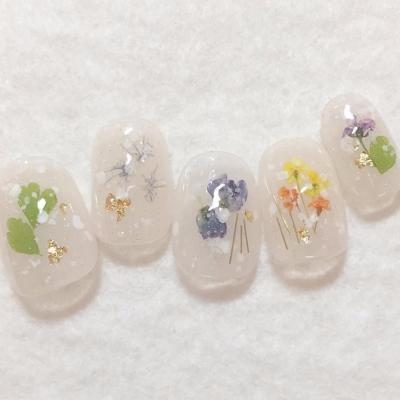 色別春を先取り人気の押し花ネイルのおすすめデザイン